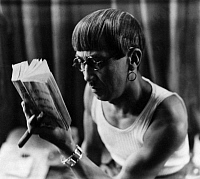 0213948 © Granger - Historical Picture ArchiveTSUGUHARI FOUJITSA.    Tsuguhari Foujitsa, Artist, Japan ; - is reading a book - 1931, photographer: Andre Kertesz ', ullstein bild ID 00190336.