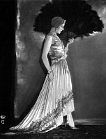 0215175 © Granger - Historical Picture ArchiveWIFE OF FELSING.   Mrs Felsing wearing an evening gown. Picture by Wolff von Gudenberg 1928, ullstein bild ID 00256516.