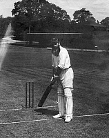 0215584 © Granger - Historical Picture ArchiveWILLIAM GILBERT GRACE.   Grace, William Gilbert - Cricketer, Great Britain *18.07.1848-23.10.1915+ on the pitch - Photographer: Bolak - Published by: 'Berliner Illustrirte Zeitung' 39/1903 Vintage property of ullstein bild 01008924.