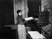 0217199 © Granger - Historical Picture ArchiveLABOR.   Marzipan production in Germany: employee putting the marzipan into the oven, undated, around 1905, published in Praktische Berlinerin 36/1905.