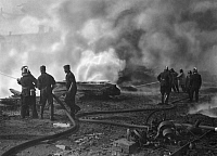 0217282 © Granger - Historical Picture ArchiveLABOR.   German Empire Free State Prussia - Brandenburg Provinz (Province) - Berlin: Fire brigade: Firefighters put out a blaze in Koepenick - Photographer: Heinz Fremke - Published by: 'Berliner Morgenpost' 17.09.1936 Vintage property of ullstein bild.
