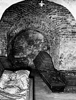 0218072 © Granger - Historical Picture ArchiveCULTURE.   Mummified corpses in the catacombs of the Luisenstadt church in Berlin - Photographer: Heinz Fremke - 1937 Vintage property of ullstein bild.