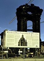 0218168 © Granger - Historical Picture ArchiveCULTURE.   Germany Saxony Dresden - Information board about the reconstruction of the Frauenkirche, destroyed in World War II. (the ruin in the background). - 24.04.1994.