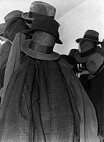 0218185 © Granger - Historical Picture ArchiveCULTURE.   German Empire - Baden Grossherzogtum (Grand Duchy) (-1918) - Freiburg Overcrowded universites. Coatrack with hats and coats at the university of Freiburg. - Photographer: Minnie Sandor - 1933 Vintage property of ullstein bild.