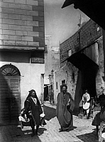 0218674 © Granger - Historical Picture ArchiveDAILY LIFE.   Tunisia Tunis: people in the street called 'Rue de Porto Farina' - undated, probably around 1910 - Photographer: Haeckel Vintage property of ullstein bild.