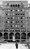 0218704 © Granger - Historical Picture ArchiveDAILY LIFE.   Austria, Vienna - Modern appartment building Reumann-Hof, exterior view 1927, photo by A & E Frankl.