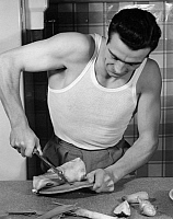 0218745 © Granger - Historical Picture ArchiveDAILY LIFE.   German Empire, Everyday Life: househusband during preparation for cooking - Photographer: Peter Weller - 1939 Vintage property of ullstein bild.
