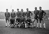0218908 © Granger - Historical Picture ArchiveSOCCER.   Football Germany, international match, 1965, Stadium an der Hafenstrasse in Essen, Germany versus FC Chelsea London 3:2, team photograph, shot of the Chelsea team, top row f.l.t.r. Jim McCallioq, John Hollins, Peter Bonetti, Ron Harris, Ken Shellito, Marvin Hinton, Eddie McGready, below row f.l.t.r. Terry Venables, Bobby Tambunc, Barry Bridges,