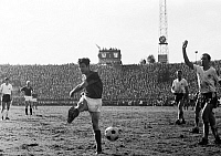 0219035 © Granger - Historical Picture ArchiveSOCCER.   Football Germany, Regionalliga West, 1967/1968, Rot-Weiss Essen versus Rot-Weiss Oberhausen 1:0, Stadium an der Hafenstrasse in Essen, scene of the match f.l.t.r. Werner Ohm (RWO), Werner Kik (RWE), Willi Lippens (RWE) shot on goal, Friedhelm Kobluhn (RWO), Hermann Josef Wilbertz (RWO), 28.04.1968.