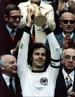 0219086 © Granger - Historical Picture ArchiveSOCCER.   Franz Beckenbauer, German soccer player. Soccer World Cup 1974, presentation ceremony: Captain Franz Beckenbauer holding up the World cup after the victory over the Netherlands in Munich (2:1) - 07.07.1974 WM Deutschland Weltmeisterschaft Pokal Weltmeister Franz Beckenbauer Finale Holland.