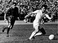 0219287 © Granger - Historical Picture ArchiveSOCCER.   European Nations' Cup 1960 (later UEFA European Championship), eighth-final, first leg in East Berlin, German Democratic Rep. (East Germany) vs. Portugal 0:2 - duel between Lothar Meyer (GDR, right) und Raul Figueiredo (POR), June 21, 1959.