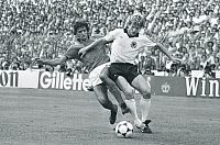 0219452 © Granger - Historical Picture ArchiveSOCCER.   1982 FIFA World Cup in Spain Final in Madrid: Italy 3 - 1 Germany - Scene of the match: tackle between Alessandro Altobelli (I, left) and Karl-Heinz Foerster - - 11.07.1982.