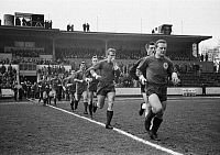 0219475 © Granger - Historical Picture ArchiveSOCCER.   Football Germany, Regionalliga West, 1964/1965, Niederrhein Stadium in Oberhausen, Rot-Weiss Oberhausen versus Borussia Moenchengladbach 0:2, the Oberhausen team run on the field, led by team captain Karl Heinz Feldkamp and followed by goalkeeper Helmut Traska, Lothar Kobluhn, Franz Fliege, Hans Barwenzik, Dieter Hentschel, Friedhelm Kobluhn, Ha