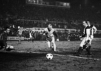 0219556 © Granger - Historical Picture ArchiveSOCCER.   Football Germany, DFB Cup, first round, 1969/1970, Stadium an der Hafenstrasse in Essen, Rot-Weiss Essen versus 1. FC Cologne 3:3 after extra time, scene of the match, goal Cologne in extra time f.l.t.r. goalkeeper Fred Werner Bockholt (RWE), Werner Kik (RWE), scorer Bernd Rupp (Koeln), Hennes Loehr (Koeln), 24.03.1970.