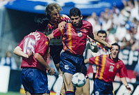 0219592 © Granger - Historical Picture ArchiveSOCCER.   1994 FIFA World Cup in the USA First round in Chicago: Germany 1 - 1 Spain - Scene of the match: Juergen Klinsmann (Germany, 2nd from left) in a tackle with Fernando Hierro far left: Jos� Luis Caminero - - 21.06.1994.