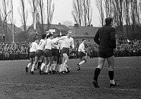 0219661 © Granger - Historical Picture ArchiveSOCCER.   Football Germany, Regionalliga West, 1967/1968, Jahn Stadium in Bottrop, VfB Bottrop versus Rot-Weiss Oberhausen 0:2, scene of the match, goal cheer Oberhausen after 2:0, goalkeeper Friedhelm Cichon (VfB Bottrop, r.), 18.02.1968.