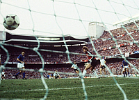 0219806 © Granger - Historical Picture ArchiveSOCCER.   1982 FIFA World Cup in Spain Final in Madrid: Italy 3 - 1 Germany - Scene of the match: Germany goalie Harald Schumacher is looking on, as Italy is scoring the 2 - 0 - - 11.07.1982.