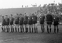 0219893 © Granger - Historical Picture ArchiveSOCCER.   Football Germany, Regionalliga West, 1967/1968, Stadium am Uhlenkrug in Essen, ETB Schwarz-Weiss Essen versus Bayer Leverkusen 3:3, team photograph, shot of the Leverkusen team f.l.t.r. Friedhelm Strelczyk, Wilhelm Haag, Fredi Henneken, Guenter Haarmann, Helmut Roehrig, Peter Ruebenach, Karl Heinz Bruecken, Helmut Richert, Leo Wilden, Hans Benzl