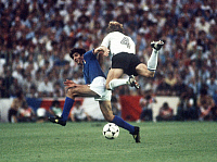 0219943 © Granger - Historical Picture ArchiveSOCCER.   1982 FIFA World Cup in Spain Final in Madrid: Italy 3 - 1 Germany - Scene of the match: Paolo Rossi in a tackle with Karl-Heinz Foerster (Germany, 4) - - 11.07.1982.