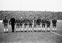 0219988 © Granger - Historical Picture ArchiveSOCCER.   Football Germany, Regionalliga West, 1964/1965, Stadium at the Hafenstrasse in Essen, Rot-Weiss Essen versus Wuppertaler SV 1:0, team photograph, shot of Essen f.l.t.r. Klaus Fetting, Hermann Ross, Heinrich Schulten, Werner Kik, Adolf Steinig, Heinz Dieter Hasebrink, Eckehard Feigenspan, Friedhelm Werker, Hans Guenther Schaaf, Manfred Fallisch,