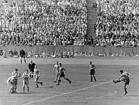 0220600 © Granger - Historical Picture ArchiveSOCCER.   German war championship final in Berlin (olympic stadium) in the presence of 95.000 spectators: Rapid Wien - Schalke 04 (4:3) - 20m distance free kick of Franz 'Bimbo' Binder (r) with which he marked his third goal and also decided the game. 22.June 1941 Fussball Finale.