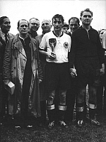 0220634 © Granger - Historical Picture ArchiveSOCCER.   Finale of the soccer World Cup in Switzerland: Germany - Hungary 3:2. Player Josef Herberger (left) standing next to Fritz Walter (center) and goalkeeper Anton Toni Turek after the presentation ceremony. Team captain Walter is holding the Jules-Rimet cup in his hands - 07.04.1954.