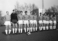 0220635 © Granger - Historical Picture ArchiveSOCCER.   Football Germany, Bundesliga, 1965/1966, Glueckaufkampfbahn Stadium in Gelsenkirchen, FC Schalke 04 versus TSV 1860 Munich 0:2, team photograph, shot of the Munich team f.l.t.r. Peter Grosser, goalkeeper Petar Radenkovic, Hans Reich, Manfred Wagner, Friedhelm Konietzka, Hans Kueppers, Wilfried Kohlars, Hans Rebele, Rudolf Steiner, Alfred Heiss,