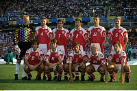 0220879 © Granger - Historical Picture ArchiveSOCCER.   UEFA European Football Championship 1992, final_tournament in Sweden, final in Gothenburg, Denmark vs. Germany 2:0, European Champion Denmark, team shot Denmark, front f.l.t.r.: Flemming Povlsen, Brian Laudrup, Kent Nielsen, Henrik Larsen, Kim Vilfort back f.l.t.r.: goalkeeper Peter Schmeichel, Lars Olsen, John Faxe Jensen, John Sivebaek, Torben