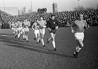 0220909 © Granger - Historical Picture ArchiveSOCCER.   Football Germany, Bundesliga, 1965/1966, Borussia Moenchengladbach versus TSV 1860 Munich 1:1, Boekelberg Stadium, team of 1860 Munich comes in the Boekelberg Stadium, captain Peter Grosser, goalkeeper Petar Radenkovic, Manfred Wagner, Rudolf Brunnenmeier, Friedhelm Konietzka, Rudolf Zeiser, Zeljko Perusic, 29.12.1965.