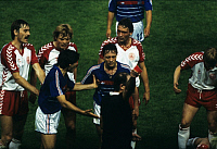 0221013 © Granger - Historical Picture ArchiveSOCCER.   UEFA European Football Championship 1984, Final_tournament in France, Group phase, Group 1, opening match in Paris: France vs. Denmark 1:0, scene of the match, sendig-off Manuel Amoros (FRA), red card by referee Volker Roth (FRG), June 12, 1984,.