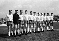 0221034 © Granger - Historical Picture ArchiveSOCCER.   Football Germany, Regionalliga West, 1966/1967, Niederrhein Stadium in Oberhausen, Rot-Weiss Oberhausen versus Arminia Bielefeld 2:0, team photograph, shot of the Oberhausen team f.l.t.r. Friedhelm Kobluhn, Helmut Traska, Lothar Kobluhn, Dieter Danzberg, Dieter Hentschel, Werner Ohm, Heinz Poll, Albert Eichholz, Werner Kubek, Dieter Brozulat, Ge