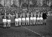 0221045 © Granger - Historical Picture ArchiveSOCCER.   Football Germany, Regionalliga West, 1964/1965, Jahn Stadium in Marl, TSV Marl-Huels versus Alemannia Aix-La-Chapelle 0:1, team photograph, shot of Marl-Huels f.l.t.r., Friedhelm Kraemer, Ewald Schoengen, Heribert Demond, Christoph Walter, Horst Pilkewicz, Gerd Linka, Karl Heinz Sell, Charly Peschen, Rolf Pawellek, Hans Dieter Jekosch, Manfred G