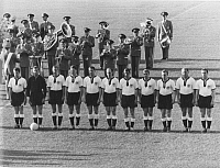 0221092 © Granger - Historical Picture ArchiveSOCCER.   1958 FIFA World Cup in Sweden First round, Group 1 in Malmoe: Germany 2 - 2 Northern Ireland - lineup of the German national team before the match - - 15.06.1958.