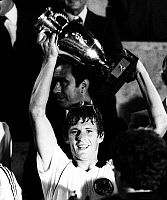 0221356 © Granger - Historical Picture ArchiveSOCCER.   UEFA European Football Championship 1980 in Italy, final in Rome: Belgium - Fed. Rep. of Germany 1:2, Karl-Heinz Foerster (West Germany) with the cup, June 22, 1980.