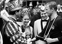 0221663 © Granger - Historical Picture ArchiveSOCCER.   Football Germany, Bundesliga, 1966/1967, Wedau Stadium in Duisburg, MSV Duisburg versus 1. FC Nuremberg 2:0, Nuremberg team captain Heinz Strehl (r.) and carnival prince and princess of Duisburg 21.01.1967.