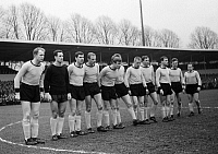 0221667 © Granger - Historical Picture ArchiveSOCCER.   Football Germany, Bundesliga, 1965/1966, Stadium Rote Erde in Dortmund, Borussia Dortmund versus FC Bayern Munich 3:0, team photograph, shot of Borussia Dortmund f.l.t.r. Wolfgang Paul, goalkeeper Hans Tilkowski, Lothar Emmerich, Friedhelm Groppe, Alfred Schmidt, Theodor Redder (occluded), Siegfried Held, Reinhold Wosab, Gerhard Cyliax, Reinhard
