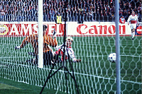 0221752 © Granger - Historical Picture ArchiveSOCCER.   FC Bayern Muenchen - FC Barcelona 1:0.