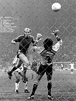 0221918 © Granger - Historical Picture ArchiveSPORTS.   Uefa European Champions Clubs' Cup, 2nd round: FC Bayern Munich vs. Benfica Lisbon 4-1, scene of the match: Dieter Hoeness (Bayern) scores 2-0 against goalkeeper Bento (Benfica), November 4, 1981.