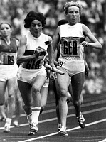 0221953 © Granger - Historical Picture ArchiveSPORTS.   1972 Summer Olympics Munich, athletics, 4x400m relay Women, final: changeover Rita Wilden (l.) and Hildegard Falck (both FRG), 1972.