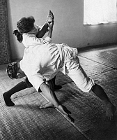 0222050 © Granger - Historical Picture ArchiveSPORTS.   Great Britain England London Jui Juitsu for women. Female martial artist in action. - Photographer: Philipp Kester - Published by: 'Der heitere Fridolin' 26/1928 Vintage property of ullstein bild.