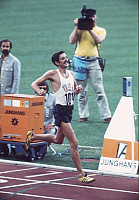 0222155 © Granger - Historical Picture ArchiveSPORTS.   Frank Shorter, athlete, marathon runner, USA - finish line, 1972 Munich Olympic Games, Germany - 10.09.1972.