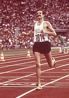 0222357 © Granger - Historical Picture ArchiveSPORTS.   Frank Shorter, athlete, marathon runner, USA - finish line, 1972 Munich Olympic Games, Germany - 10.09.1972.