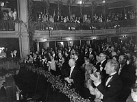 0222761 © Granger - Historical Picture ArchiveTHEATER.   applause in the theater Deutsches Theater, Berlin after the gala performance of the operetta Die Fledermaus by Johann Strauss - 1930 photo by Freiherr Wolff von Gudenberg.