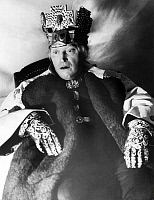 0222980 © Granger - Historical Picture ArchiveTHEATER.   Krauss, Werner *23.06.1884-20.10.1959+ Actor, Germany as 'Richard III.' in the play by William Shakespeare, performance in the Staatliches Schauspielhaus Berlin, director: Juergen Fehling published by 'Dame' 7/1937 Photographer: Rene Fosshag.