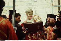 0223968 © Granger - Historical Picture ArchiveRELIGION.   Israel, Jerusalem. The greek-orthodox patriarch during the Good Friday processeion in the courtyard of the Church of the Holy Sepulchre - 11.04.1996.
