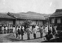 0224387 © Granger - Historical Picture ArchiveEDUCATION.   : Formosa/Taiwan - school for chinese girls in Taihoku, a japanese sportsteacher (photographer: Franz-Otto-Koch undated, but definitely in the years 1910-14).