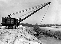 0224685 © Granger - Historical Picture ArchiveTECHNOLOGY.   German Empire Free State Prussia - Brandenburg Provinz (Province): Falkensee: crawler excavator excavating an artifical lake - Photographer: Heinz Fremke - Published by: 'Berliner Morgenpost' 14.04.1939 Vintage property of ullstein bild.