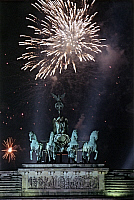 0225430 © Granger - Historical Picture ArchiveCUSTOM.   Germany, Berlin. New Year's Eve at Brandenburg Gate. 31.12.1998/01.01.1999.