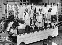 0225592 © Granger - Historical Picture ArchiveCUSTOM.   German Empire - Berlin: washer celebration in Koepenick, parade float of a laundry - Published by: 'Berliner Morgenpost' 23.09.1935 Vintage property of ullstein bild.