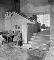 0226157 © Granger - Historical Picture ArchiveDESIGN.   German Empire: Interior of the Villa Zissu in Berlin Grunewald, Gustav-Freytag-Strasse 12; Architect: Michael Rachlis, stairs in the hall - Photographer: Martin Munkacsi - Published by: 'Die Dame' 18/1931 Vintage property of ullstein bild '.